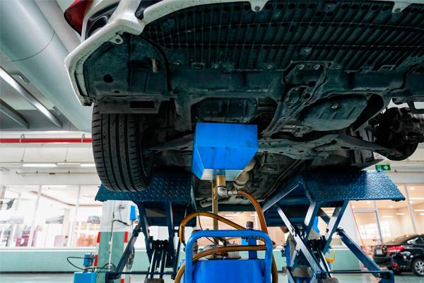Realizamos reparaciones de todas las marcas, incluidos industriales hasta 3500kg. Para lo cual, disponemos de elevadores y herramientas adaptadas