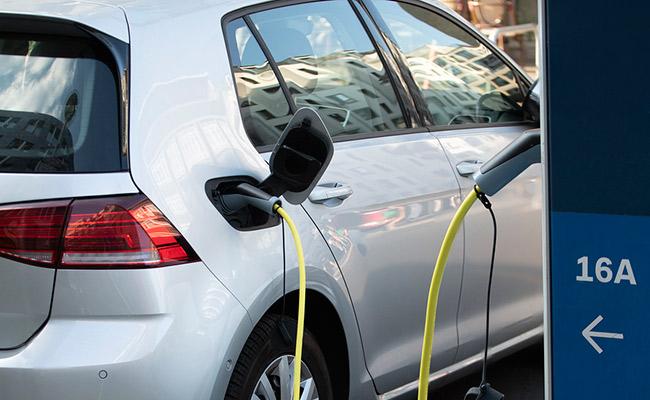 Servicio a vehículos eléctricos en Donostia, Gipuzkoa